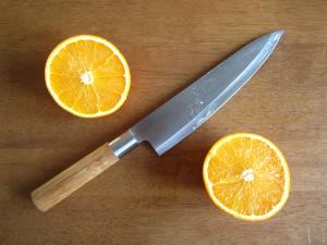 Knife and the orange 2